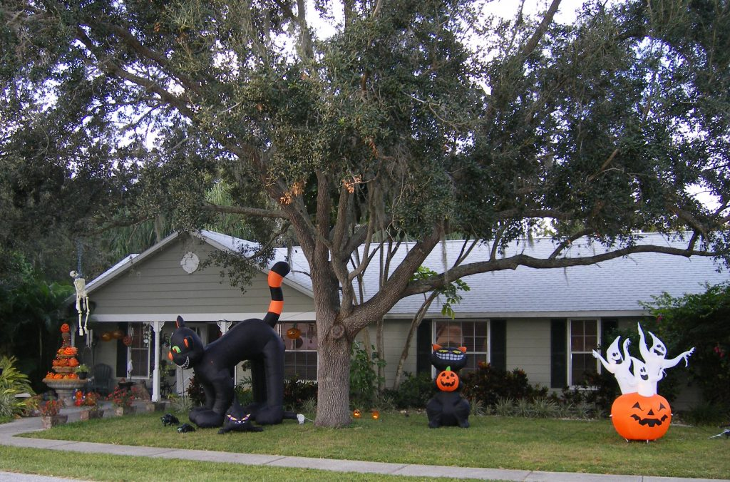 House decorated for Halloween